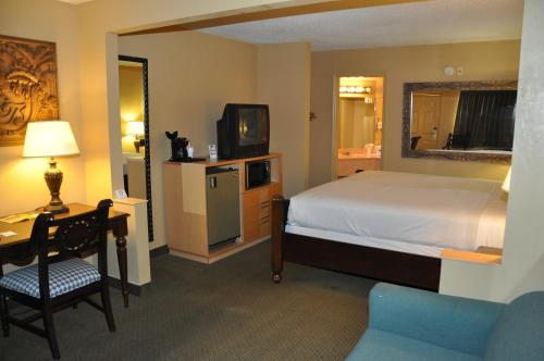 Travelodge Suites East Gate Orange - Kissimmee, FL 34746