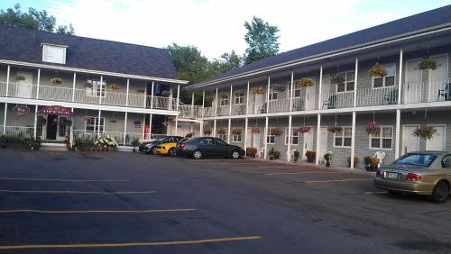 Midtown Motel & Suites Photo