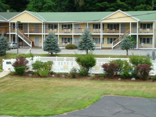 Ludlow Colonial Motel Photo