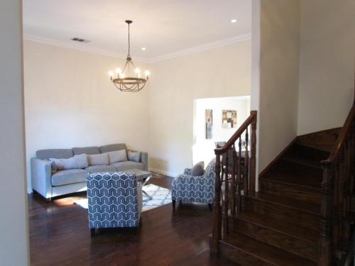 2 Floors House with Pool - Los Angeles, CA 90046
