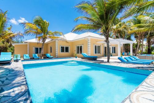 Sprat Bay Luxury Villa, Half Way Pond