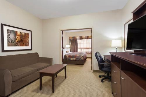 Ramada Hotel Weyburn Photo