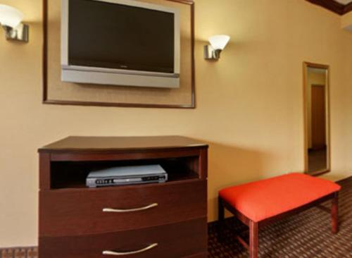 Best Western Plus North Canton Inn & Suites Photo