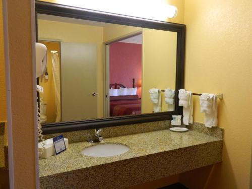 Best Western Plus Carlton Suites - Birmingham, AL 35209
