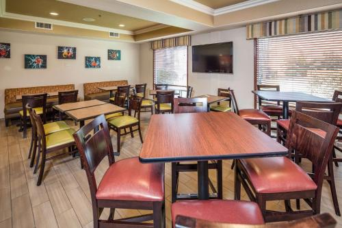 Best Western Airport Inn & Suites Oakland Photo