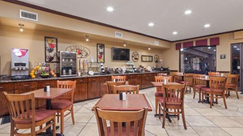 Best Western PLUS Victoria Inn & Suites Photo