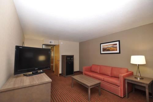 Best Western Plus Executive Suites Albuquerque Photo