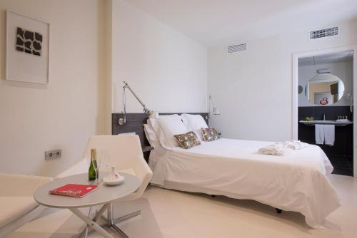 Superior Double or Twin Room Hostal Boutique Alcoba 13