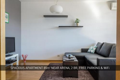 Spacious Apartment Near Arena - 2 Br, Free Parking