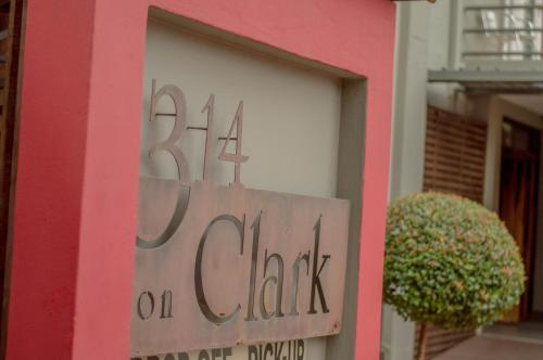 314 on Clark Guest House Photo