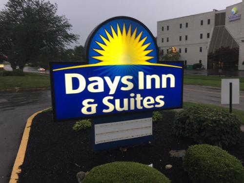 Days Inn & Suites Cincinnati North Photo