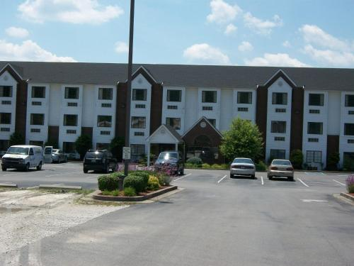 Brookshire Inn and Suites Photo