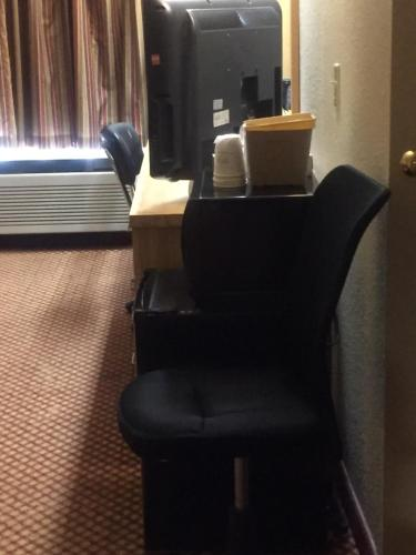 Days Inn Pittsburgh International Airport Photo