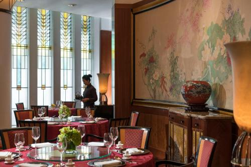 Four Seasons Hotel Shanghai photo 59
