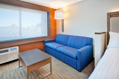 Holiday Inn Express & Suites New Castle Photo