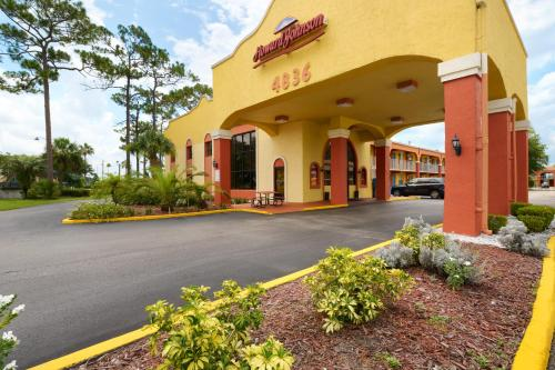 Howard Johnson Express Inn & Suites Lakefront Park Kissimmee Photo