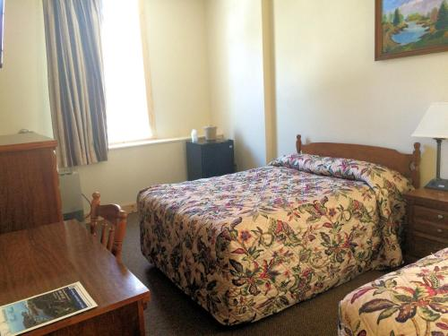Franciscan Guest House Photo