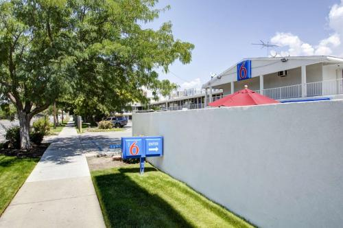 Motel 6 Salt Lake City Downtown Photo