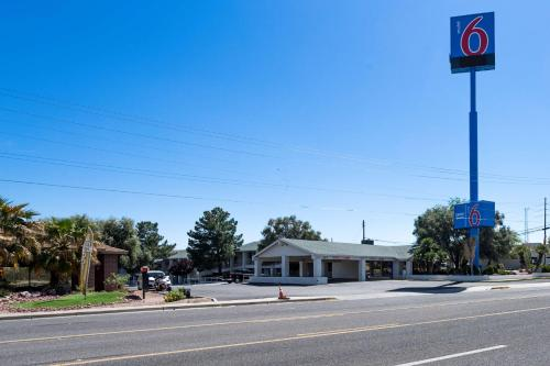 Motel 6 Kingman West Photo