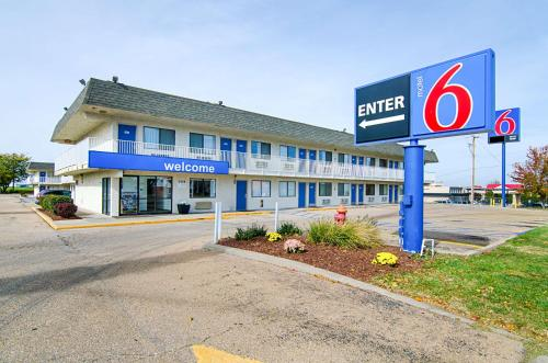 Motel 6 Topeka Northwest Photo