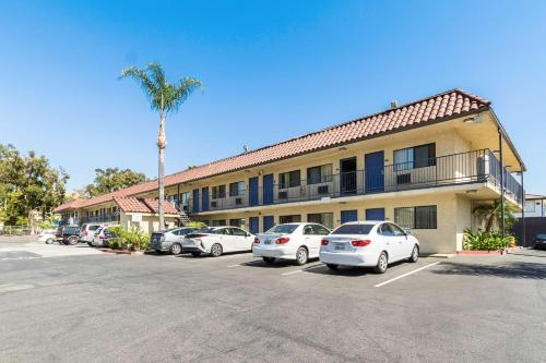 Motel 6 UCR Riverside Photo