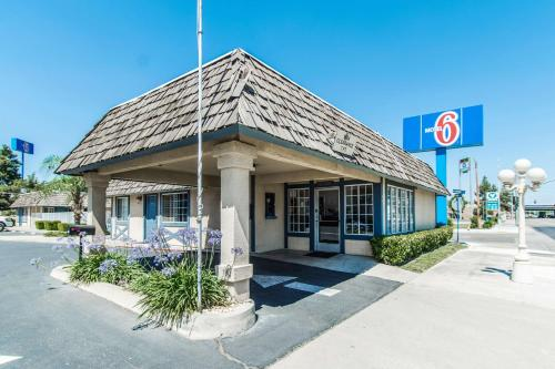 Motel 6 Kingsburg