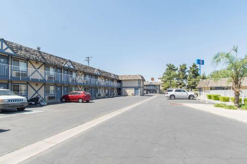 Motel 6 Kingsburg Photo