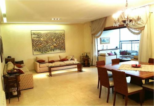 Achrafieh Apartment with terrace, Beyrouth