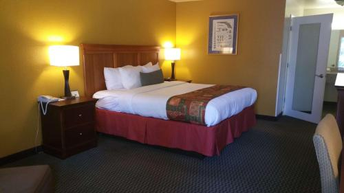 Best Western Plus Sonora Oaks Hotel and Conference Center Photo