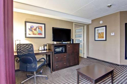 Best Western Plus Toronto North York Hotel & Suites photo 30