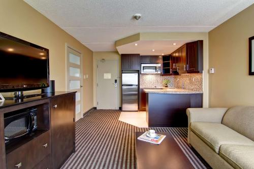 Best Western Plus Toronto North York Hotel & Suites photo 31
