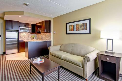 Best Western Plus Toronto North York Hotel & Suites photo 32