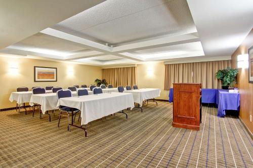 Best Western Plus Toronto North York Hotel & Suites photo 41
