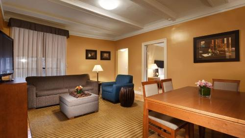 Best Western Plus Hospitality House Suites photo 14