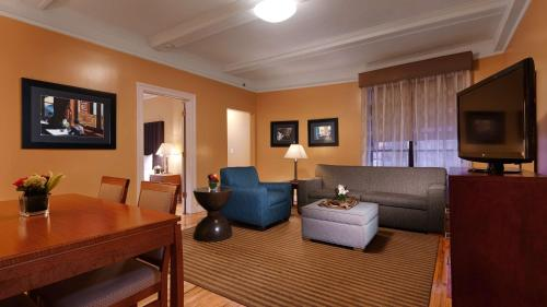 Best Western Plus Hospitality House Suites photo 26