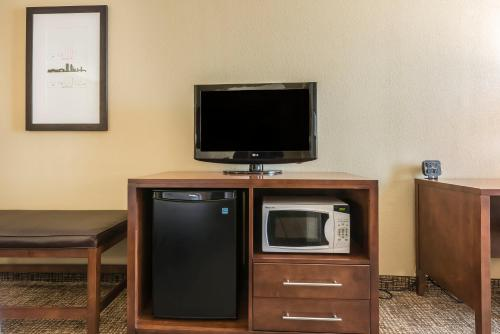 Comfort Suites Baymeadows Near Butler Blvd Photo