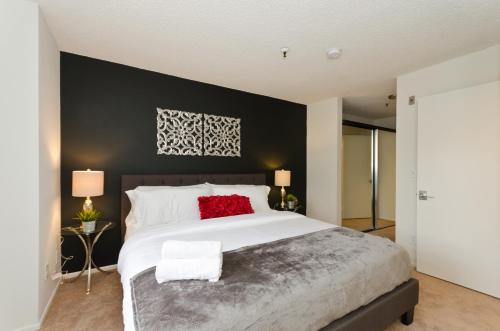 Popular The Grove Upscale Suite - Los Angeles, CA 90036