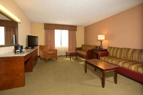 Embassy Suites Tulsa - I-44 Photo