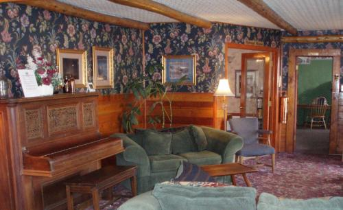 Frisco Lodge - Bed And Breakfast