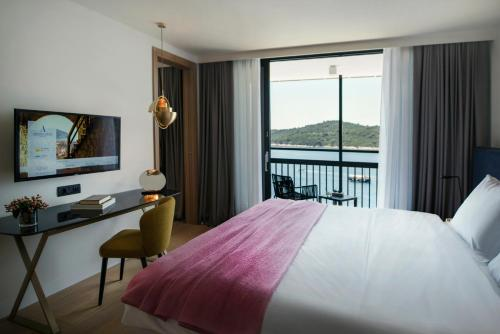Special Offer - Executive Suite with Balcony and Sea View and Airport Transfer