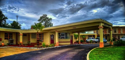 Nassau Holiday Motel Photo