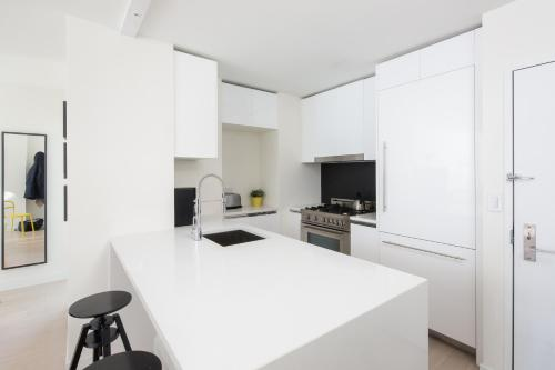 Amazing Apartment- Walking Distance to Times SQ photo 4