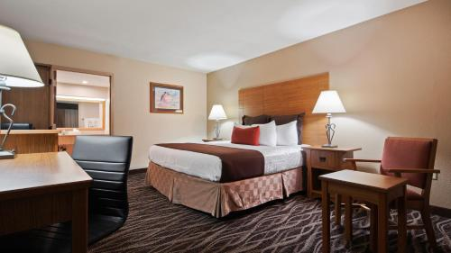 Best Western Plus Saddleback Inn and Conference Center Photo