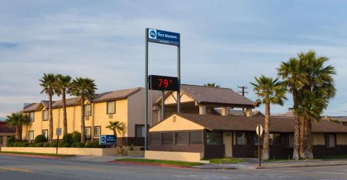 Best Western Desert Winds Photo