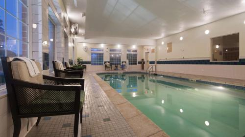 Best Western Plus Des Moines West Inn & Suites Photo