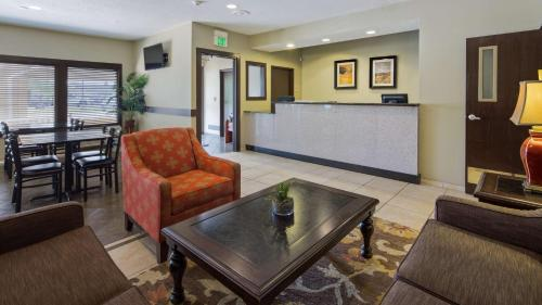 Best Western Crossroads Inn Photo