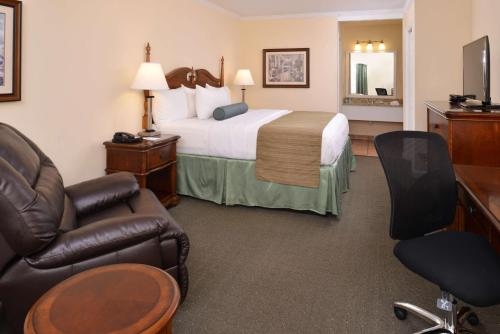 Best Western PLUS Santee Inn Photo