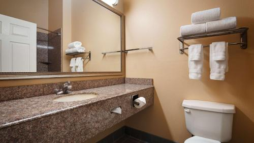 Best Western Plus New Caney Inn & Suites Photo