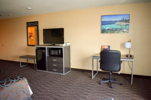 Best Western Topaz Lake Inn Photo