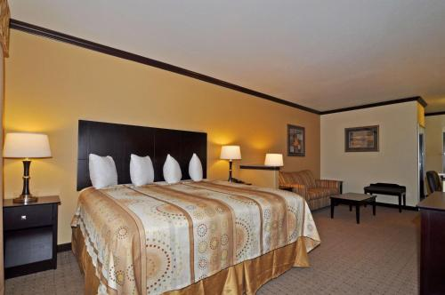 Best Western Plus Royal Mountain Inn & Suites - Athens, TX 75751